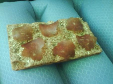 04 knäckebröd med torkad skinka
