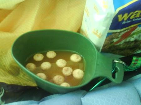 05 nyponsoppa med mandelbiskvier