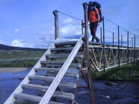 30 jussie går över bron